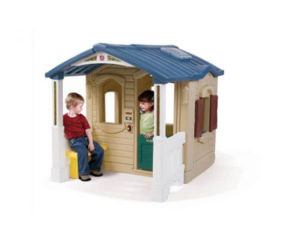בית עם מרפסת בחזית